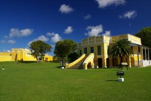 Den gamle danske toldbod i Christiansted, St. Croix (fortet i baggrunden)