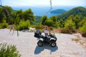 På vej rundt i den smukke natur på ATV'en