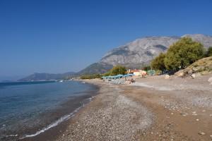 Stranden ved Votsalakia med Kerkis bjerget i baggrunden