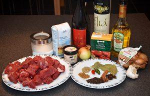Eksempel på ingredienser til stifado